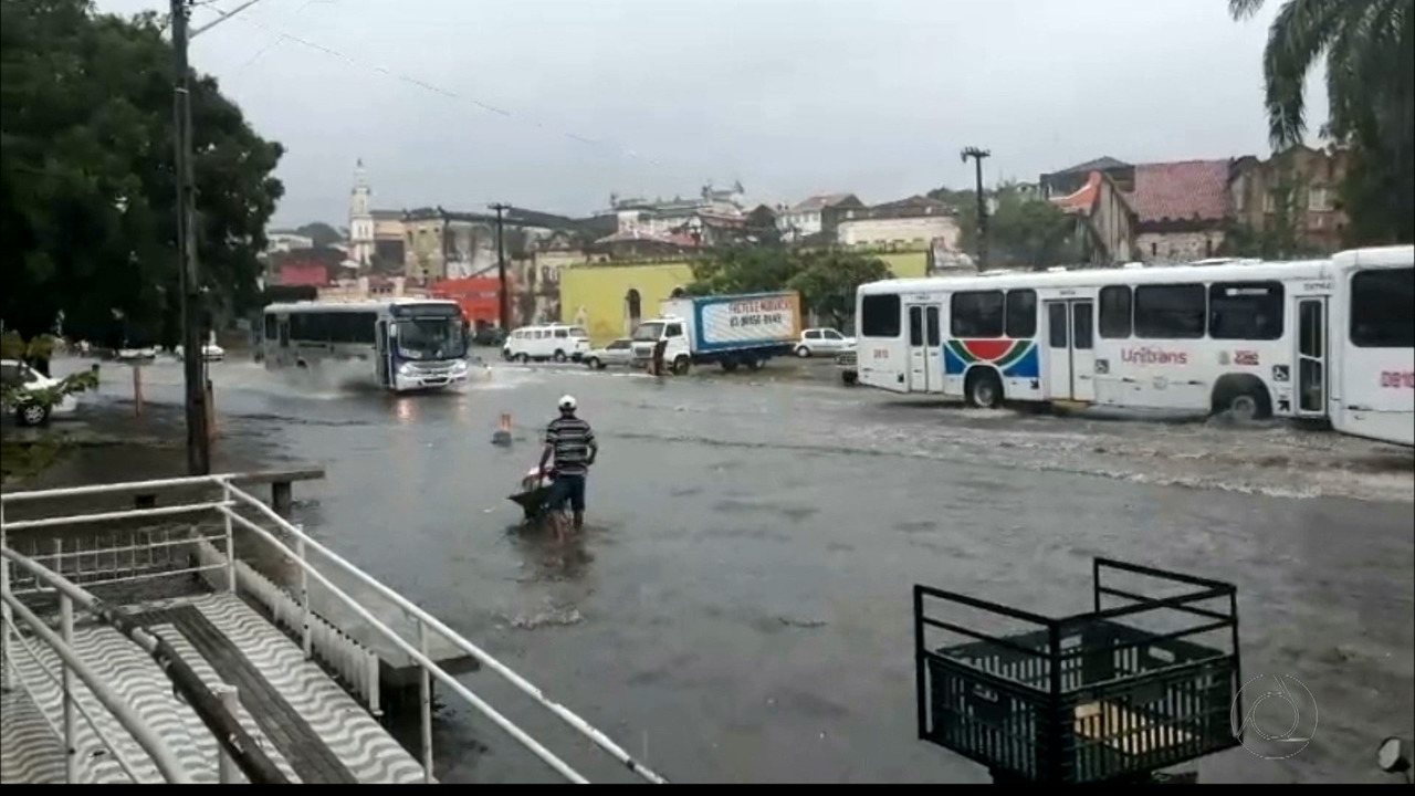 Chuvas causam transtornos em Santa Rita, na Paraíba