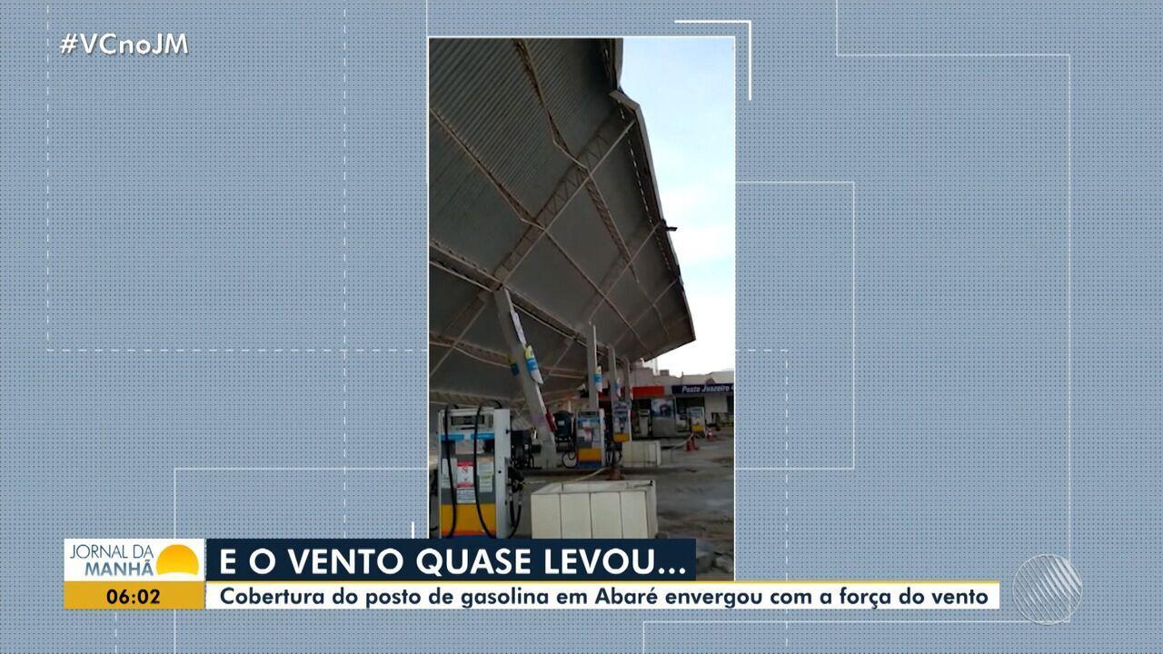 Vento derruba cobertura de posto de gasolina em Abaré, norte do estado