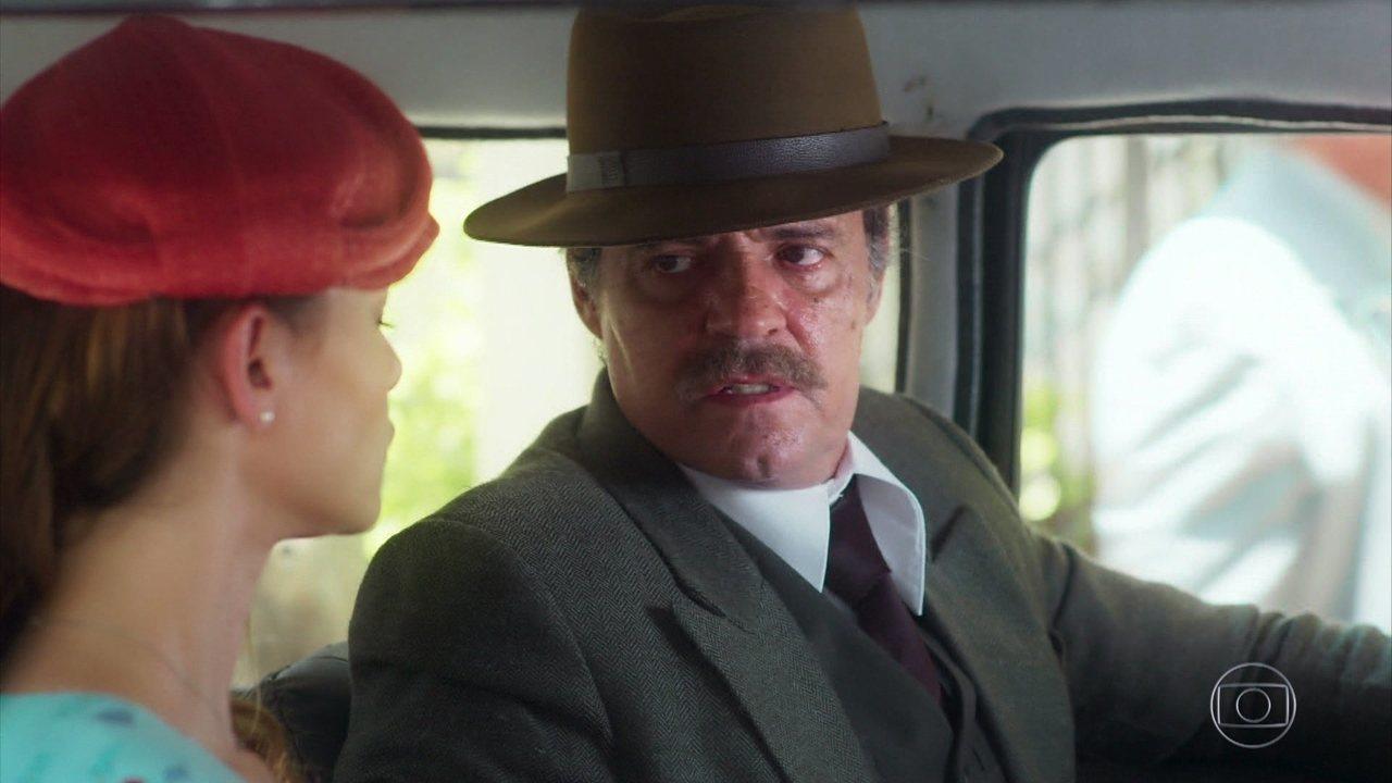 Eugênio paga Dora para obter informações sobre Julia