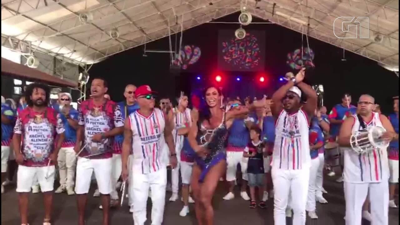 Gracyanne Barbosa mostra samba no pé ao lado da bateria da União da Ilha