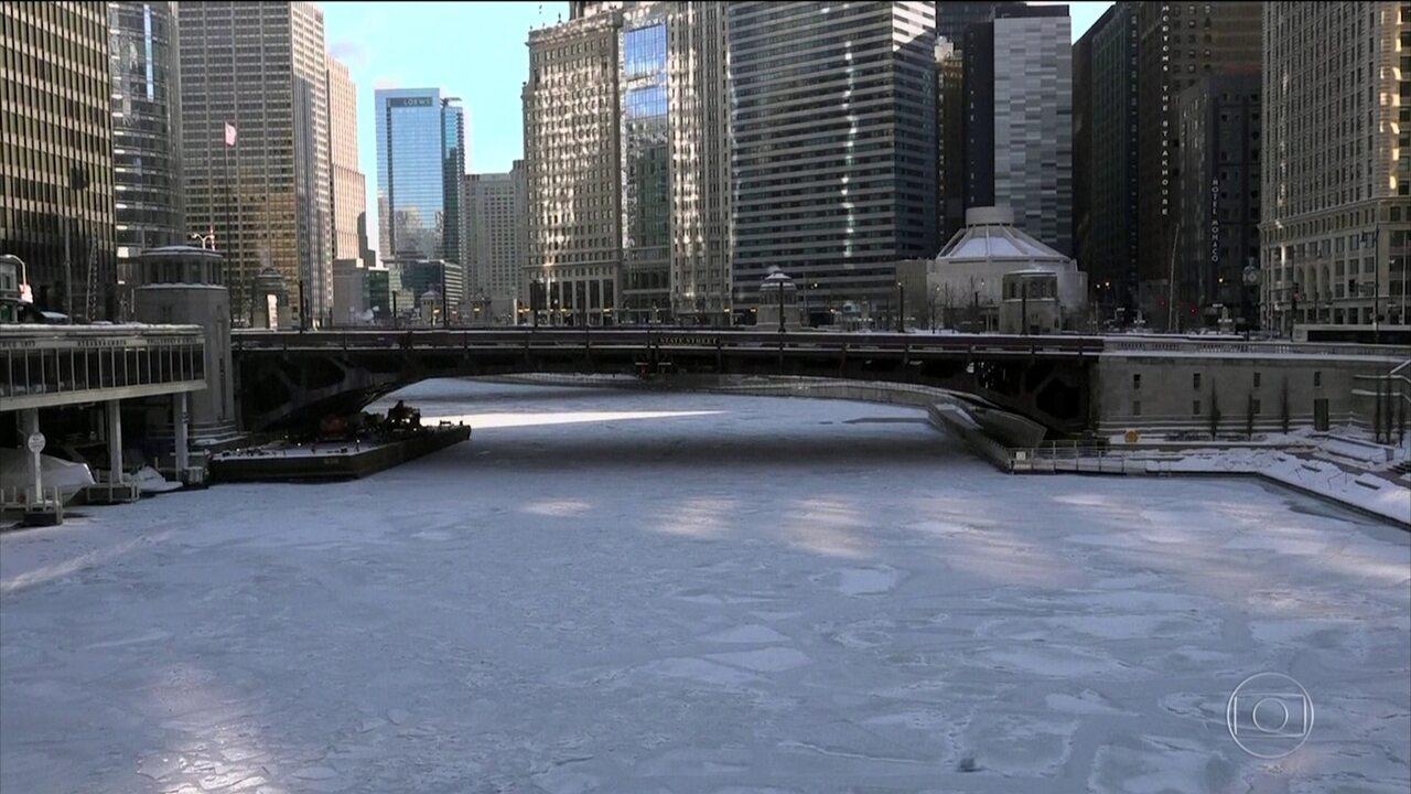 Onda de frio intenso atinge costa leste e o meio-oeste dos EUA