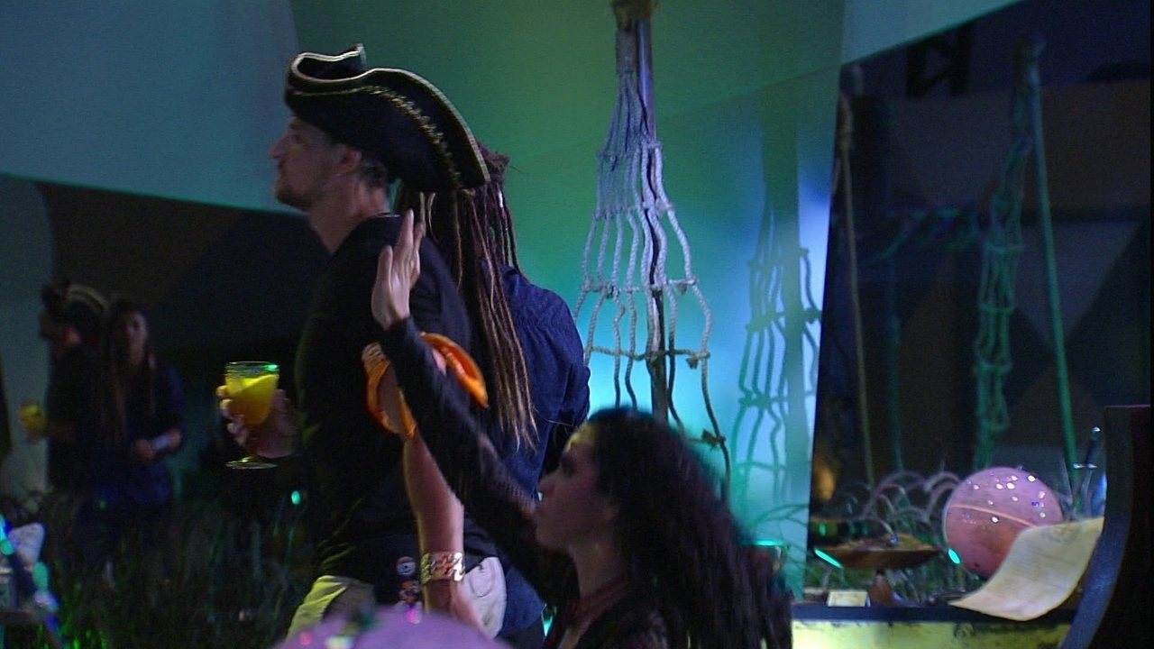 Diego e Elana dançam na pista da Festa Grandes Navegações