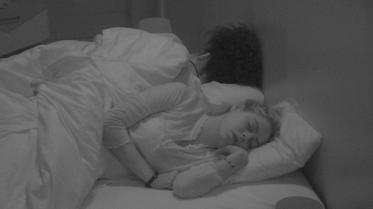 Após festa, brothers dormem no Quarto Diamente