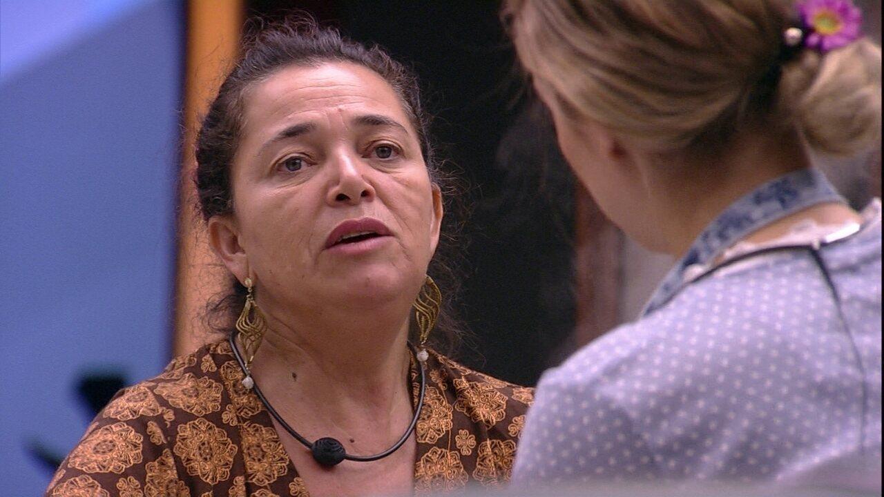 Tereza questiona atitude de Isabella com comida: 'Tirar do coletivo'