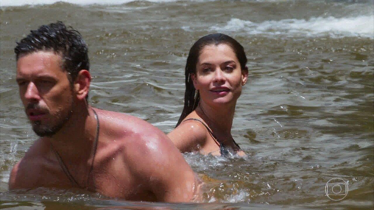 Depois de tentar seduzir Alain, Isabel sofre um afogamento