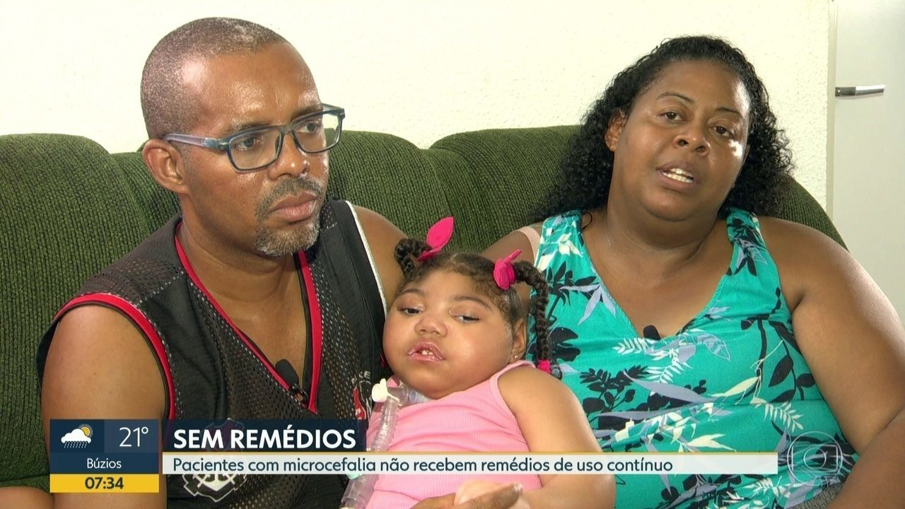 Resultado de imagem para Famílias de crianças que nasceram com microcefalia não conseguem remédios