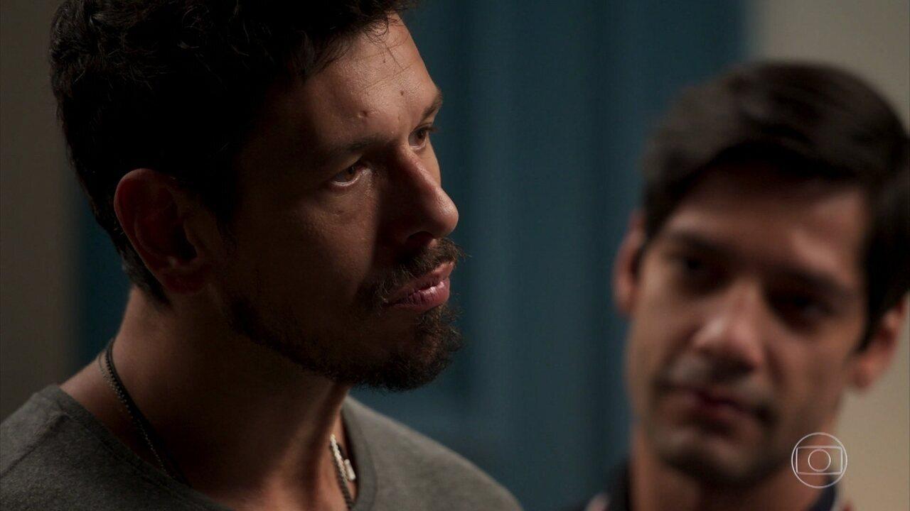 Influenciado por Felipe, Alain cede à sedução de Isabel