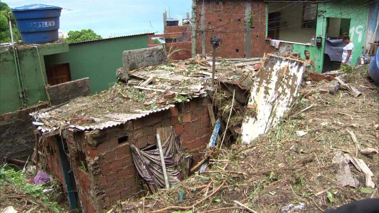 Mulher morre em deslizamento de encosta que atingiu várias casas no Vidigal