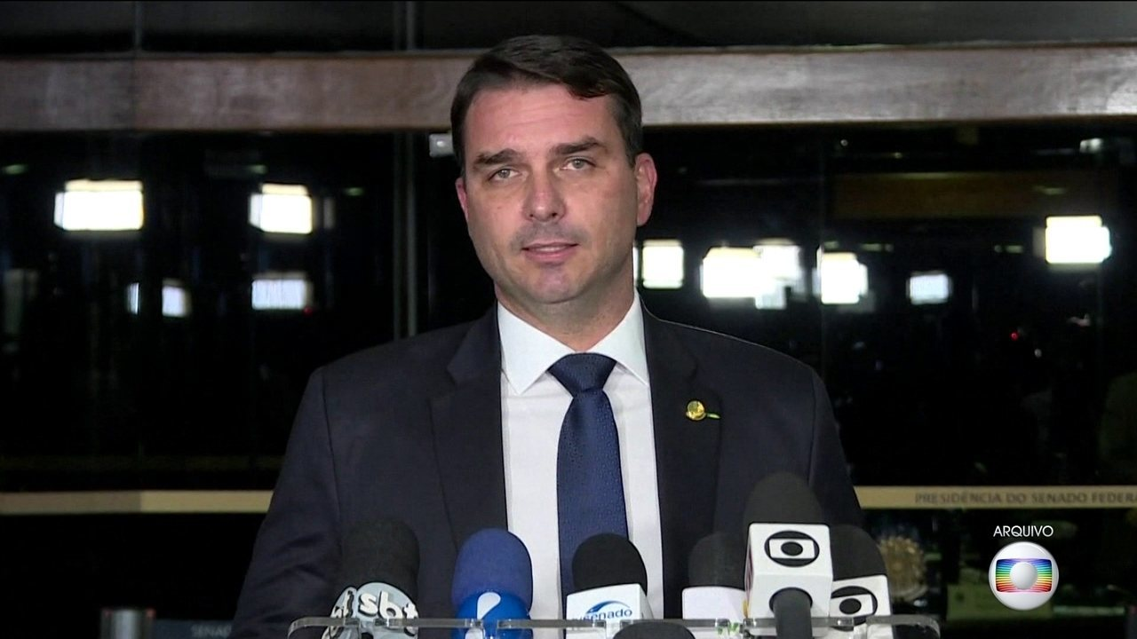 Flávio Bolsonaro é investigado pelo núcleo de combate à corrupção do MP