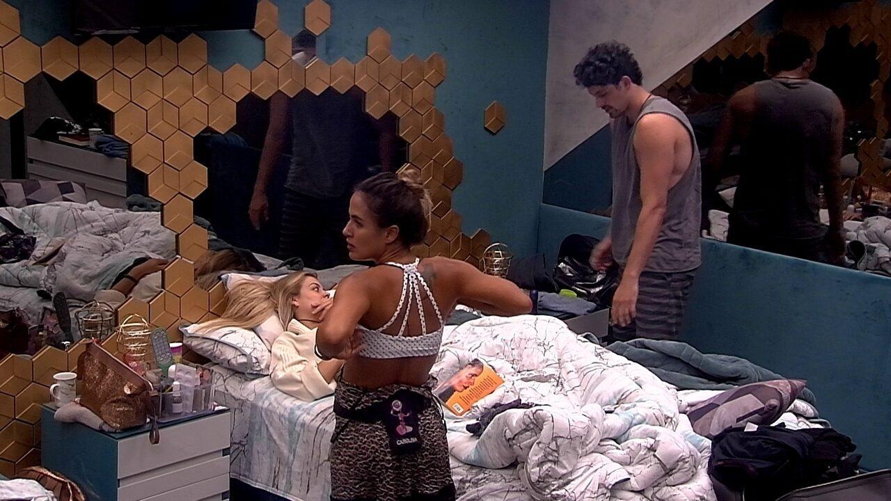 Maycon provoca Carolina e Isabella: 'Atura ou surta'