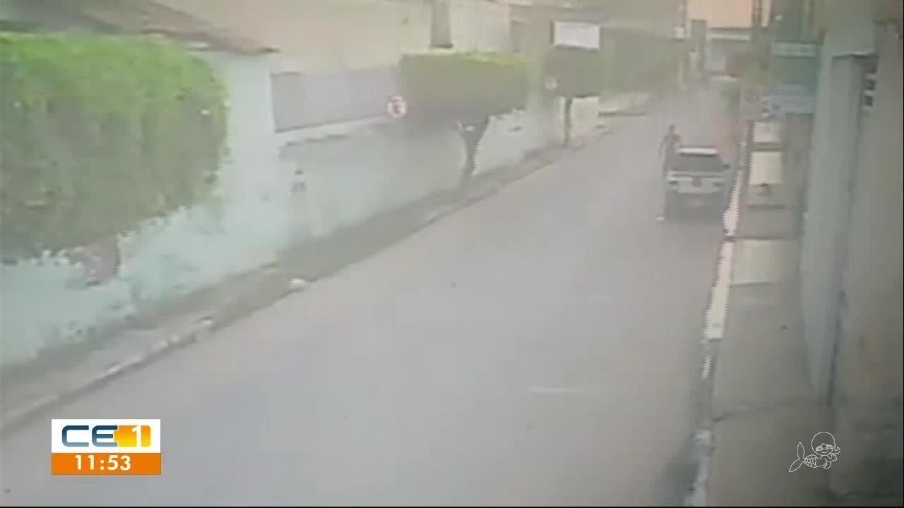 Homem é preso após tocar fogo em carro