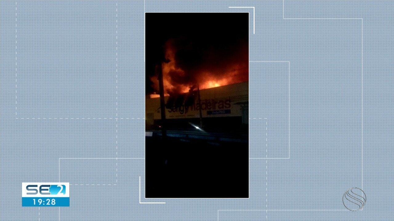 Incêndio atingiu madeireira em Aracaju