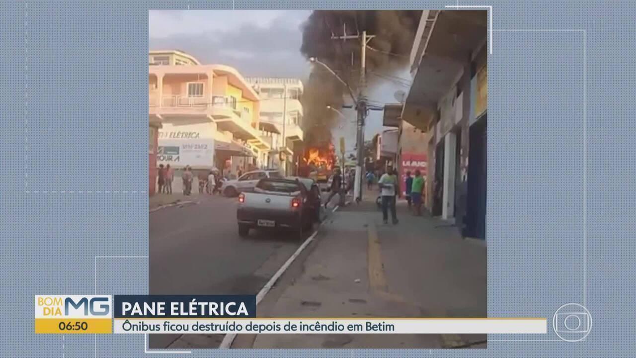 Incêndio destrói ônibus em Betim, na Grande BH