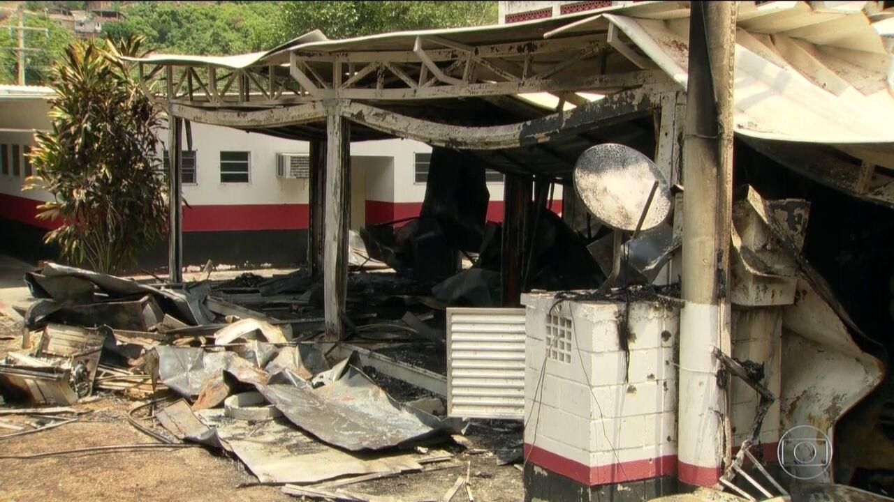 Ninho do Urubu passa por vistoria de autoridades do Rio, quatro dias após incêndio
