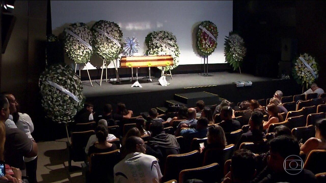 Velado o corpo do jornalista Ricardo Boechat
