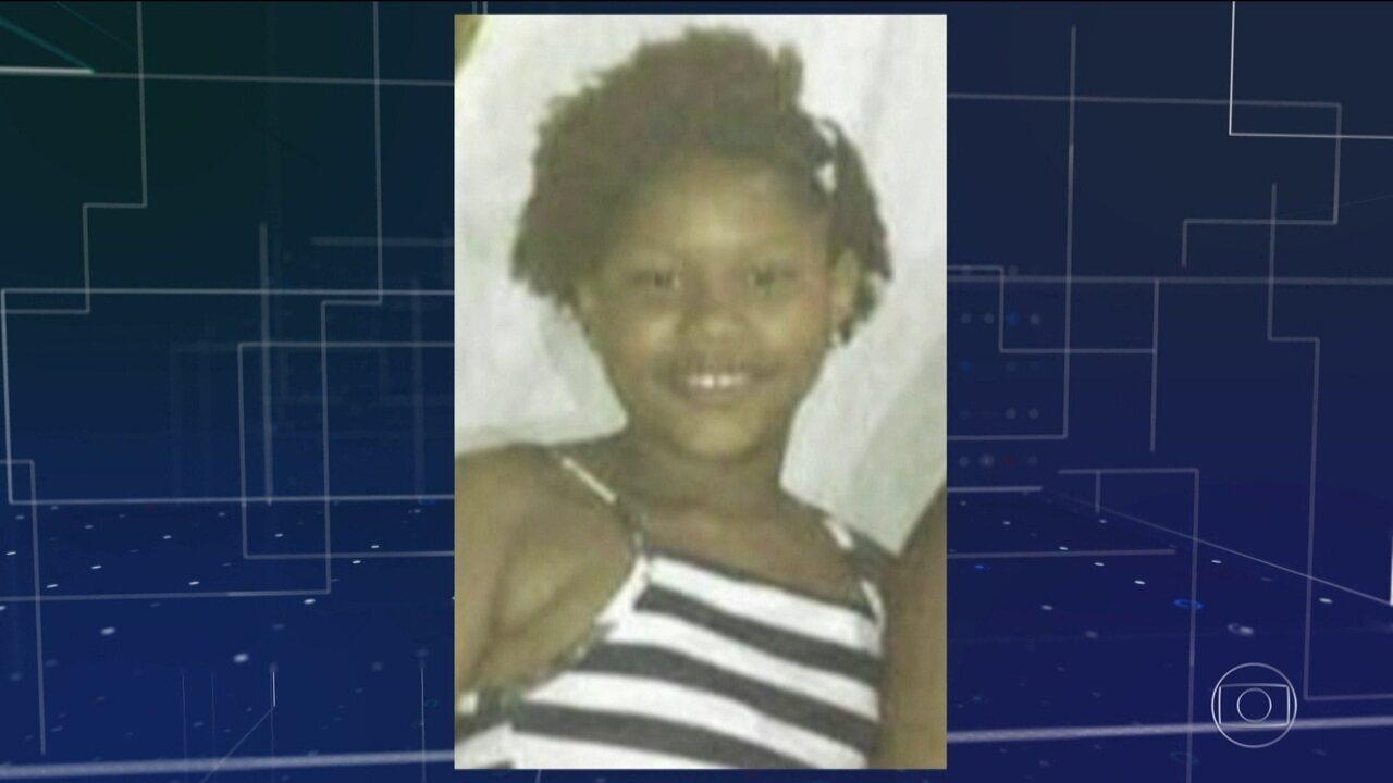 Menina de 11 anos morre baleada em favela do Rio