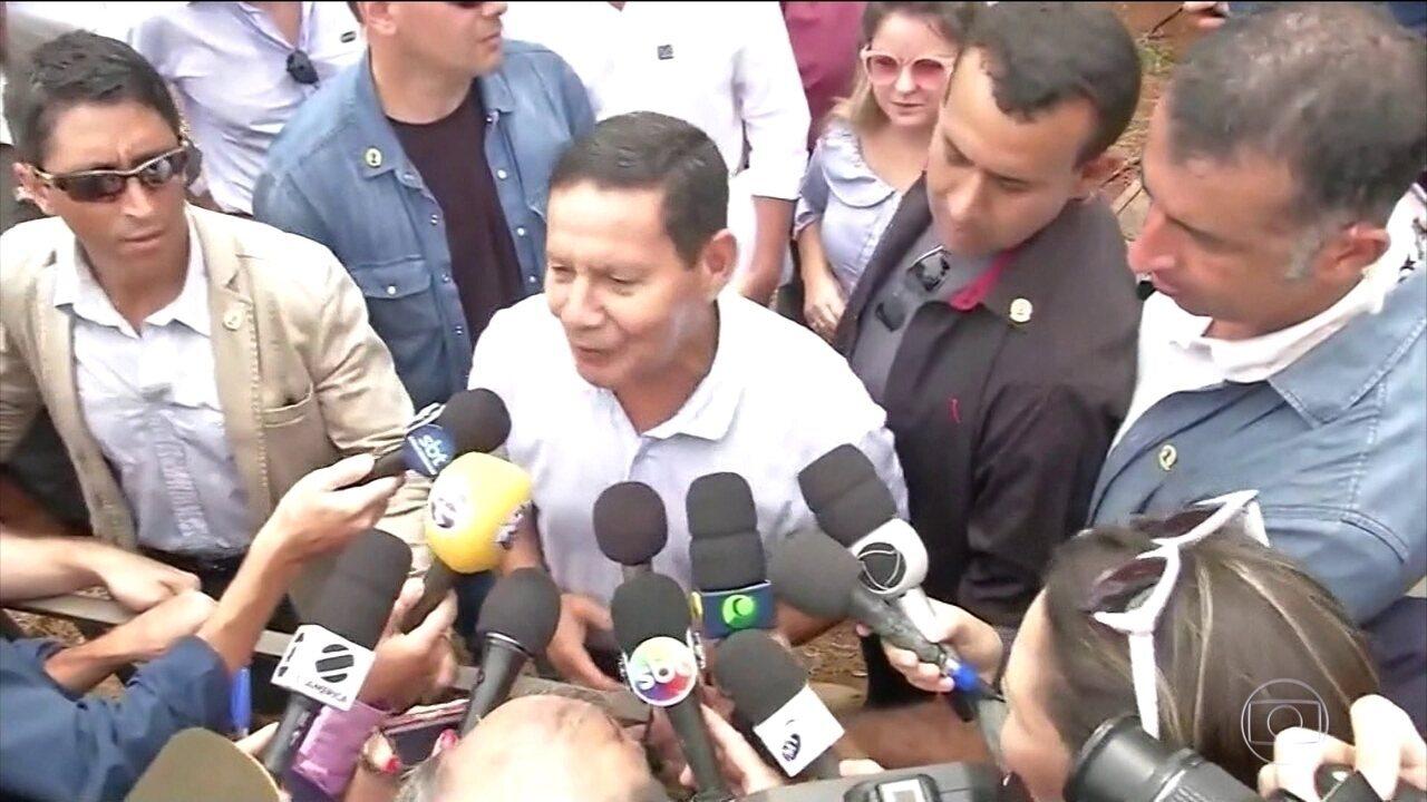 'Presidente vai botar ordem na rapaziada dele', diz Mourão sobre filhos de Bolsonaro