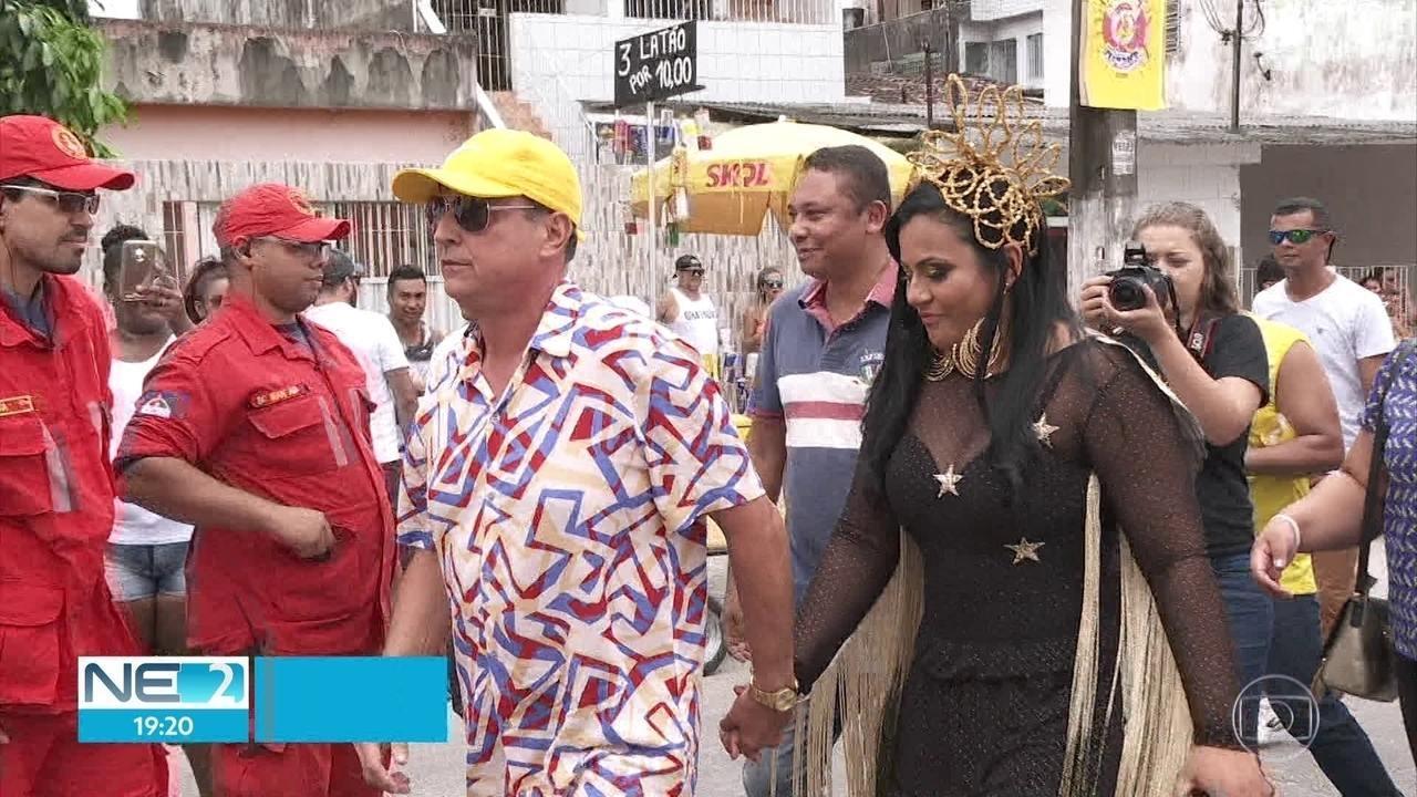 MPPE e TCE investigam prefeito que convocou comissionados a irem a show de noiva cantora