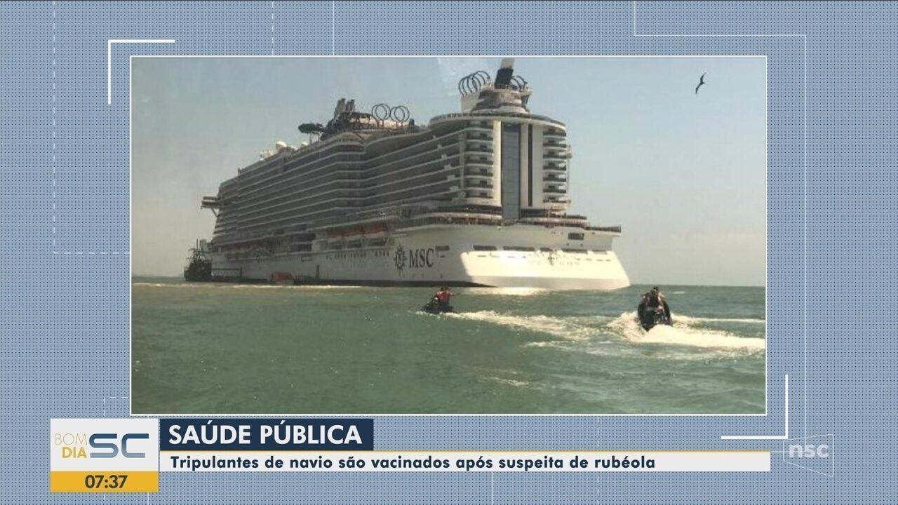 Tripulantes de navio são vacinados em Balneário Camboriú após suspeita de rubéola a bordo