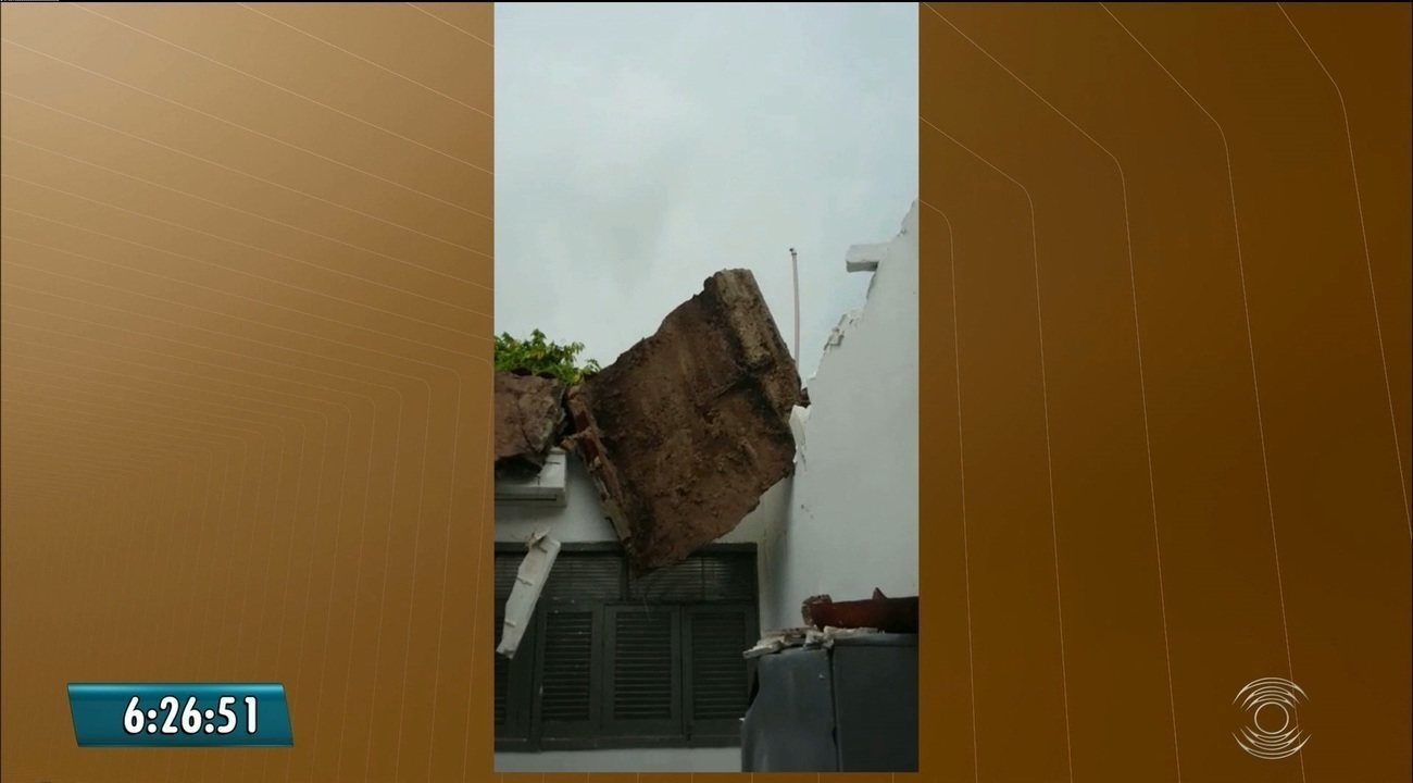 Teto de USF desaba e atendimento é suspenso, em Santa Rita, PB