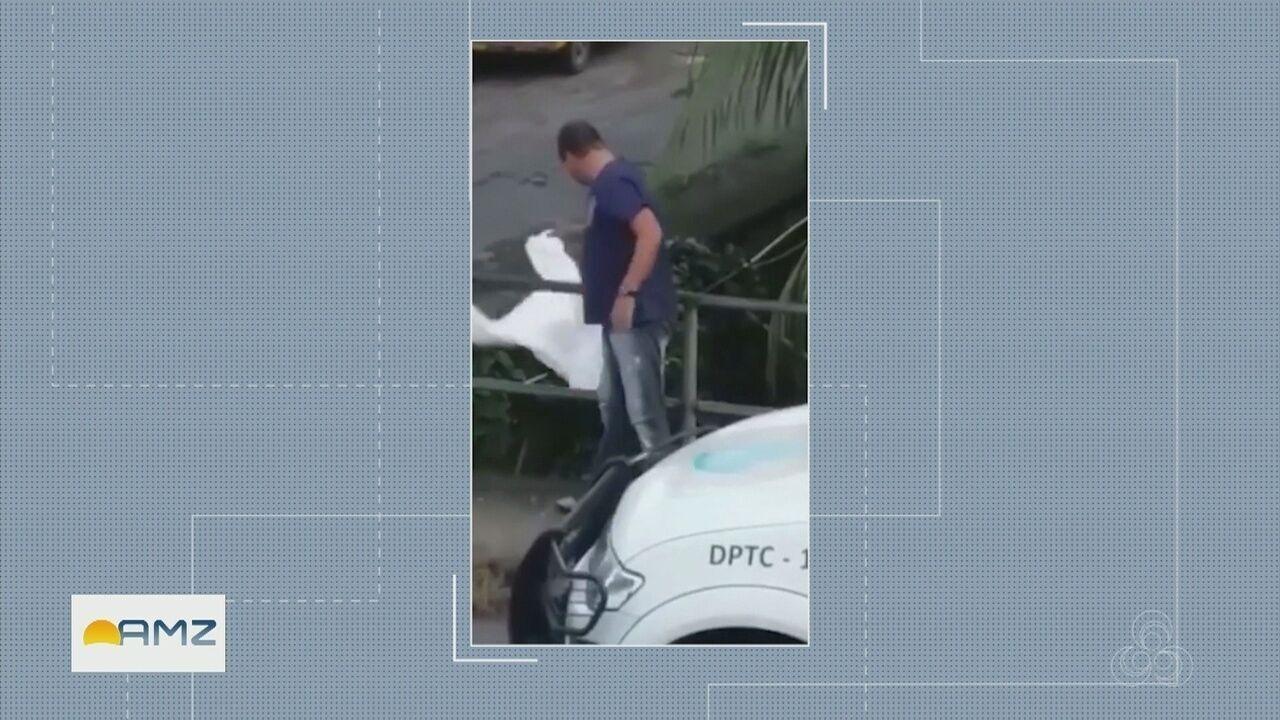 Servidor é flagrado descartando em igarapé roupa usada em remoção de corpo