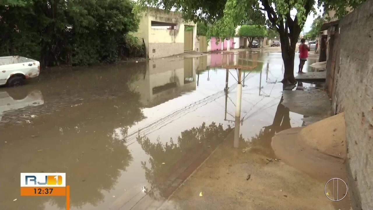 Chuva deixou ruas tomadas pela água em Campos