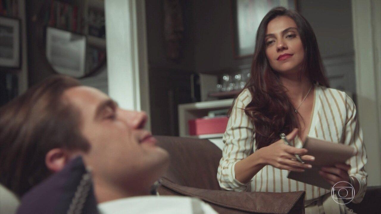 Em suas sessões de regressão com Letícia, Daniel descobre mais coisas sobre Julia