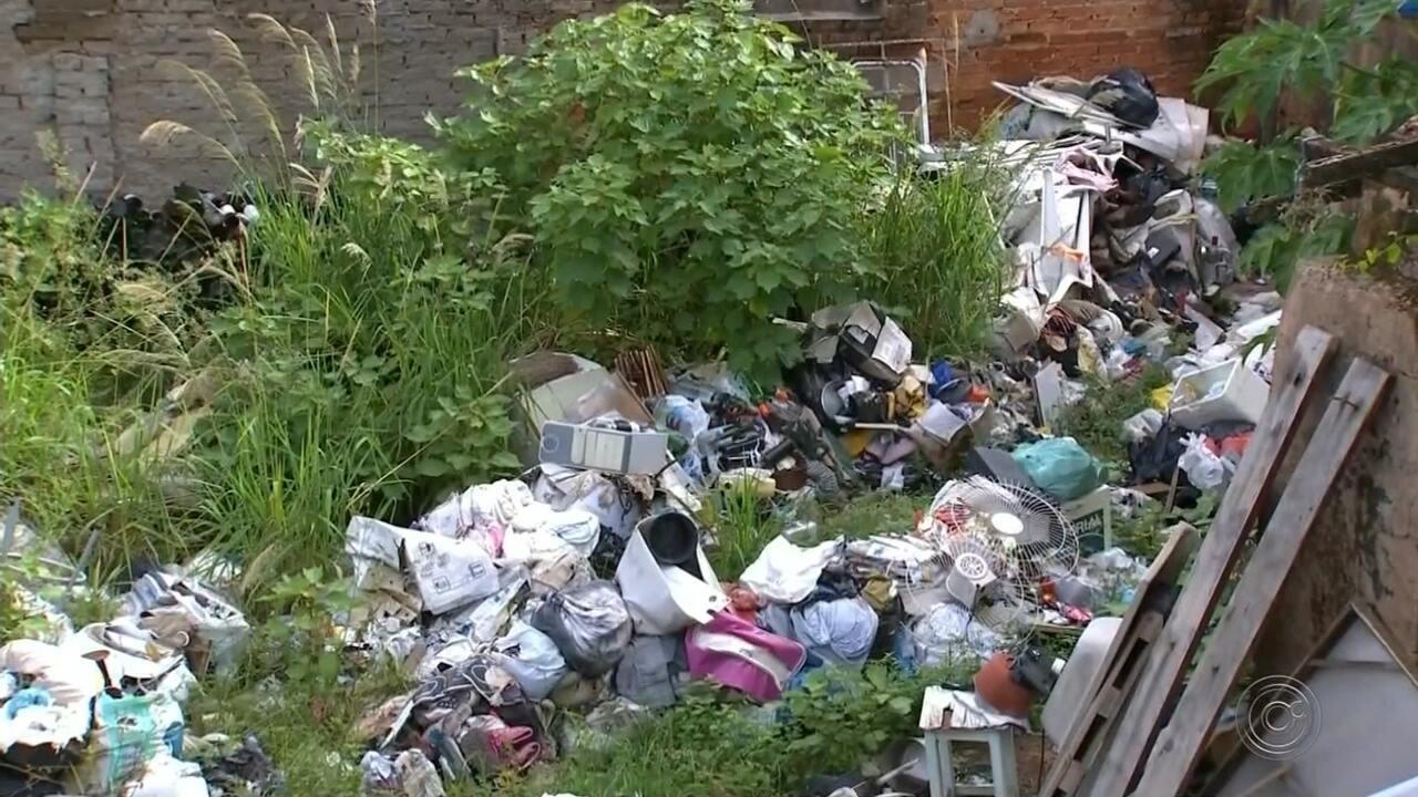 Prefeitura entra na Justiça contra moradores que acumulam lixo e entulho em Agudos