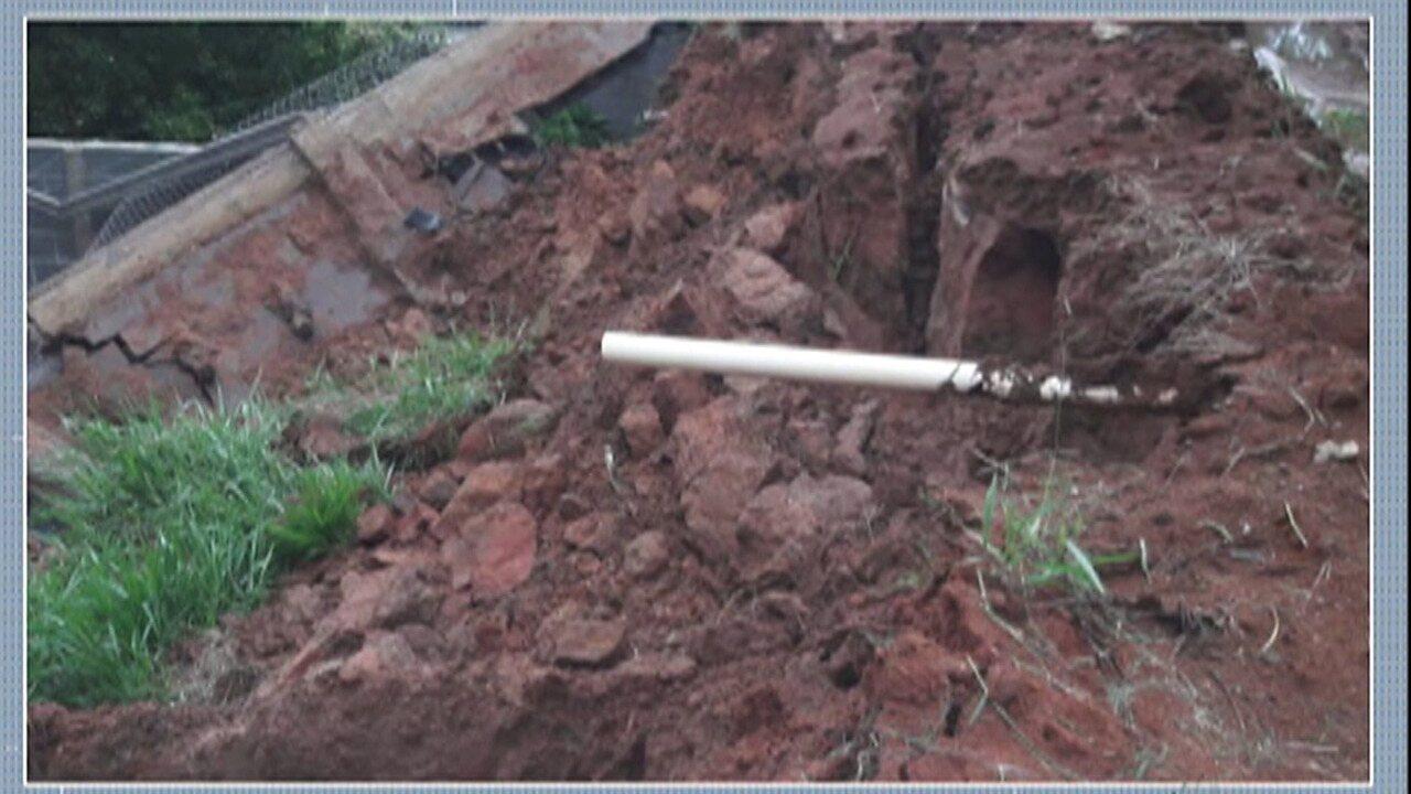 Chuva provoca queda de muro em escola de Salesópolis
