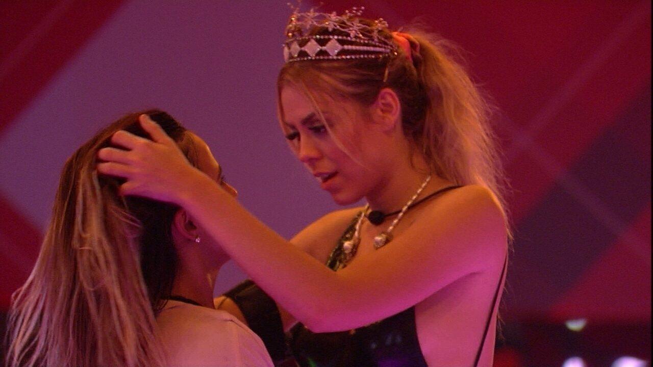 Isabella provoca Carolina: 'Se garanta, cause no programa'