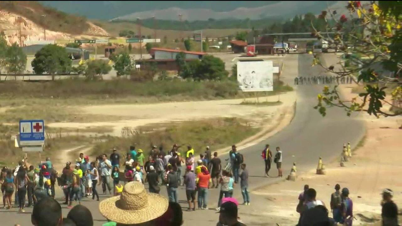 Venezuelanos pedem abertura da fronteira entre Brasil e Venezuela