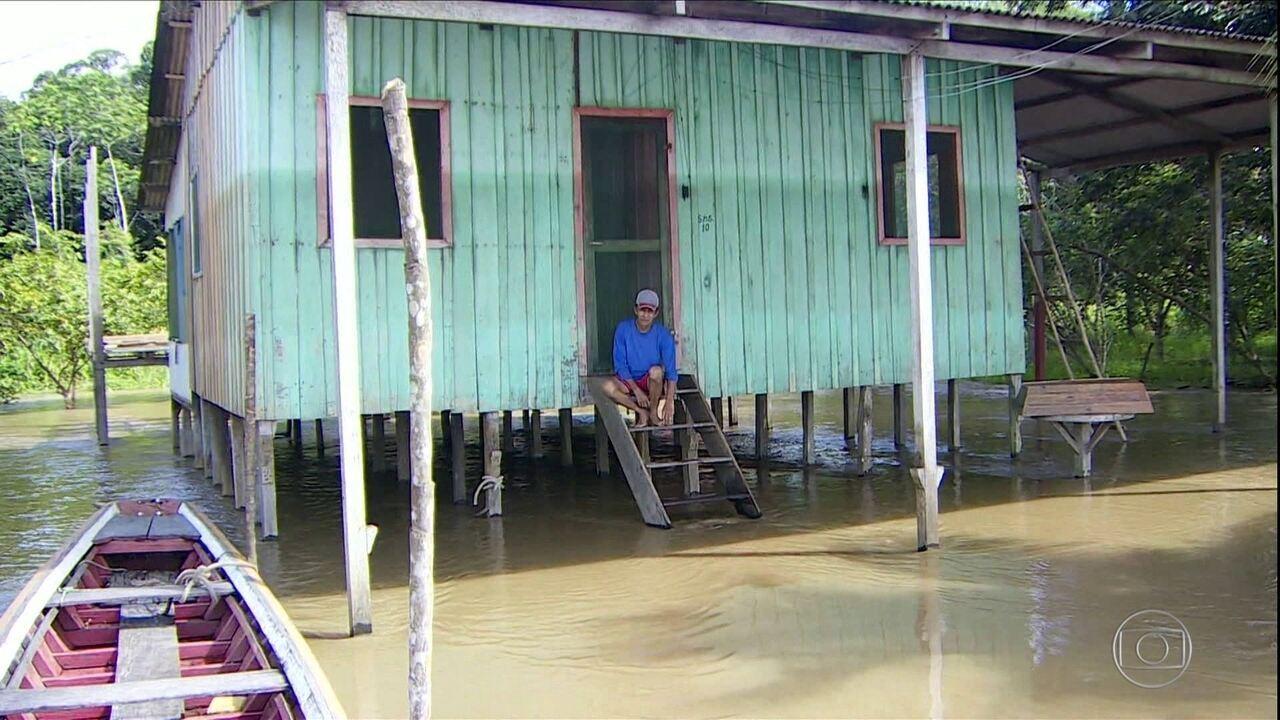 Cheia do Rio Madeira tira muita gente de casa em Rondônia