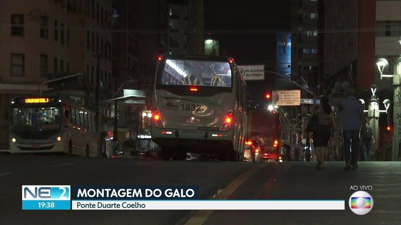 Montagem do galo gigante do carnaval do Recife muda itinerário de 162 linhas de ônibus