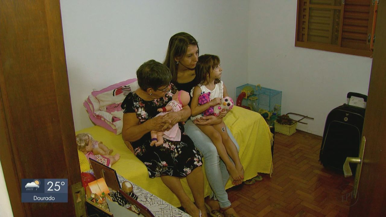 Idosa adotada por família consegue tirar documentos em Araraquara