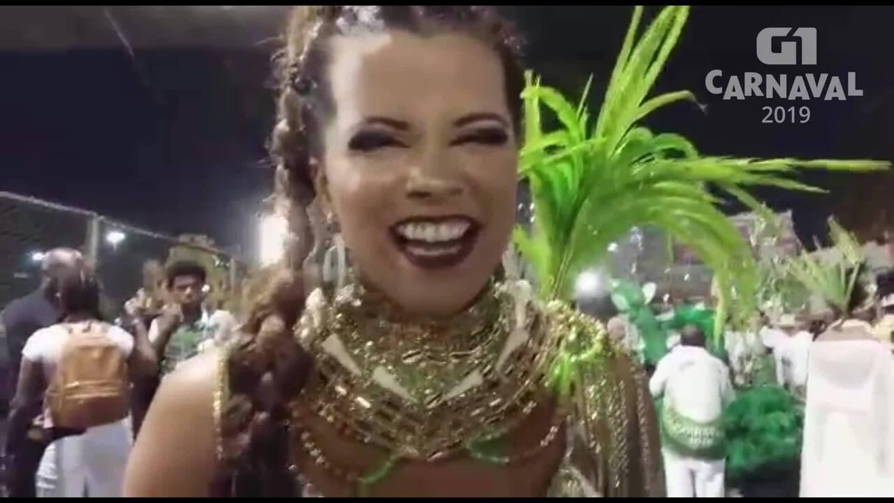 Renata Santos, destaque de chão da Santa Cruz, comemora seus 20 anos na Sapucaí
