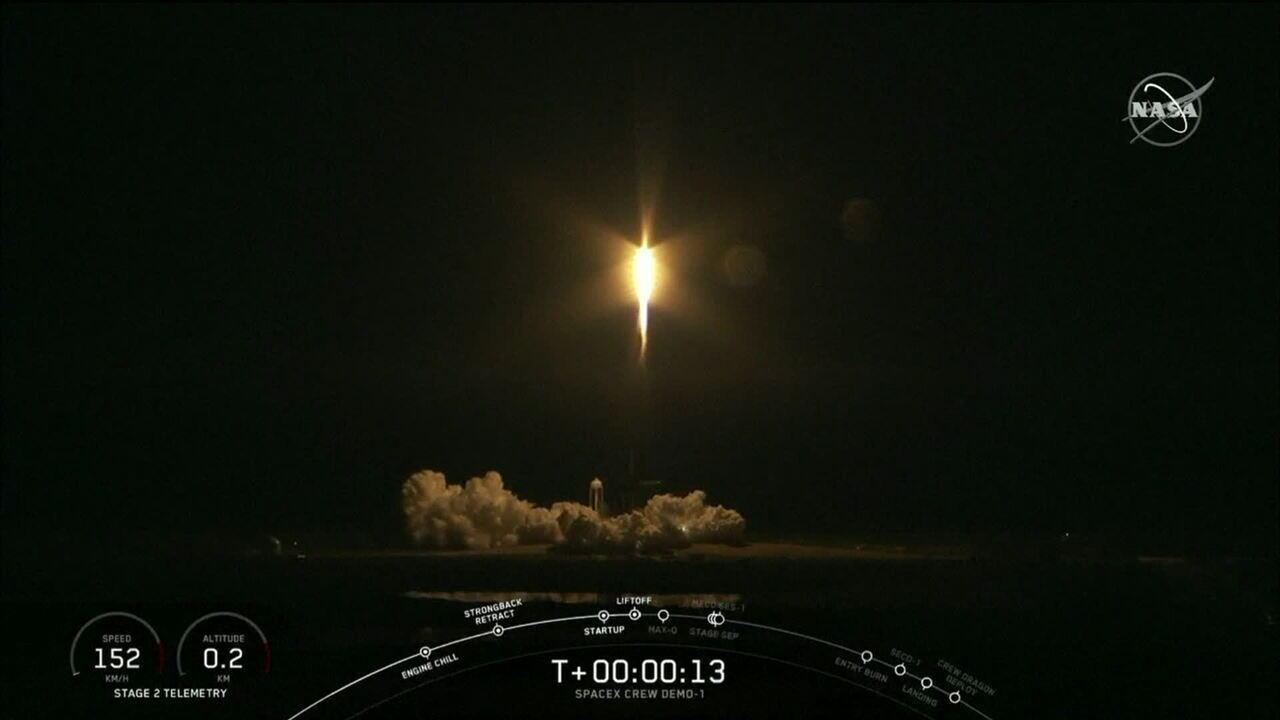 SpaceX lança, com sucesso, nave não-tripulada