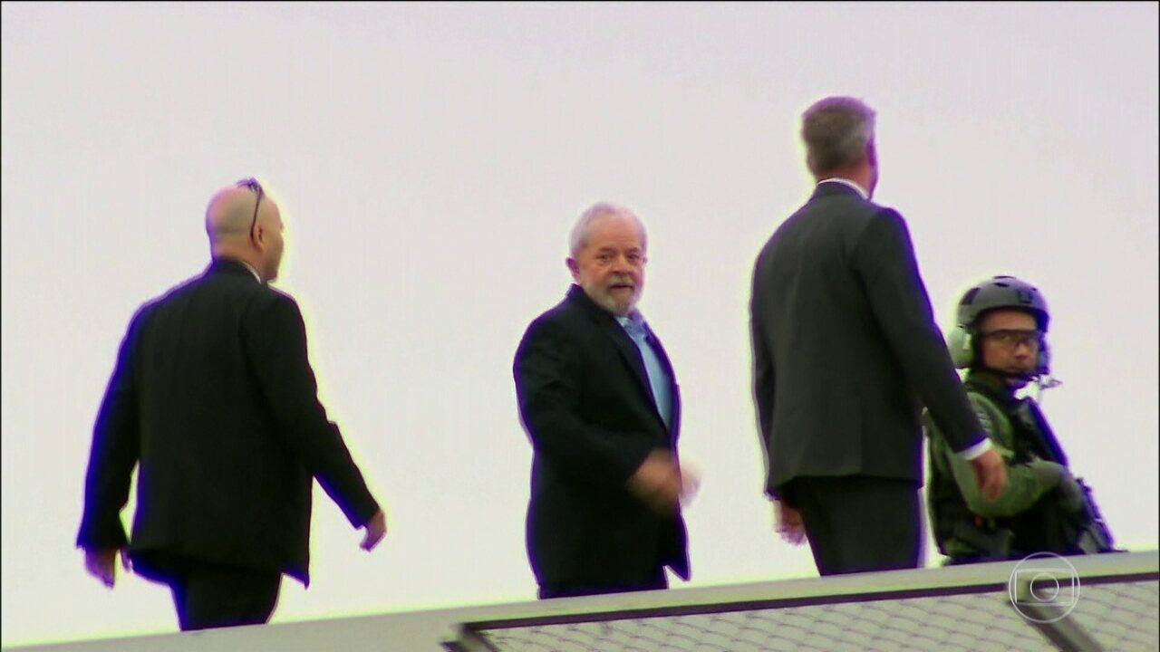 Ex-presidente Lula acompanha velório e cremação do neto em São Bernardo do Campo