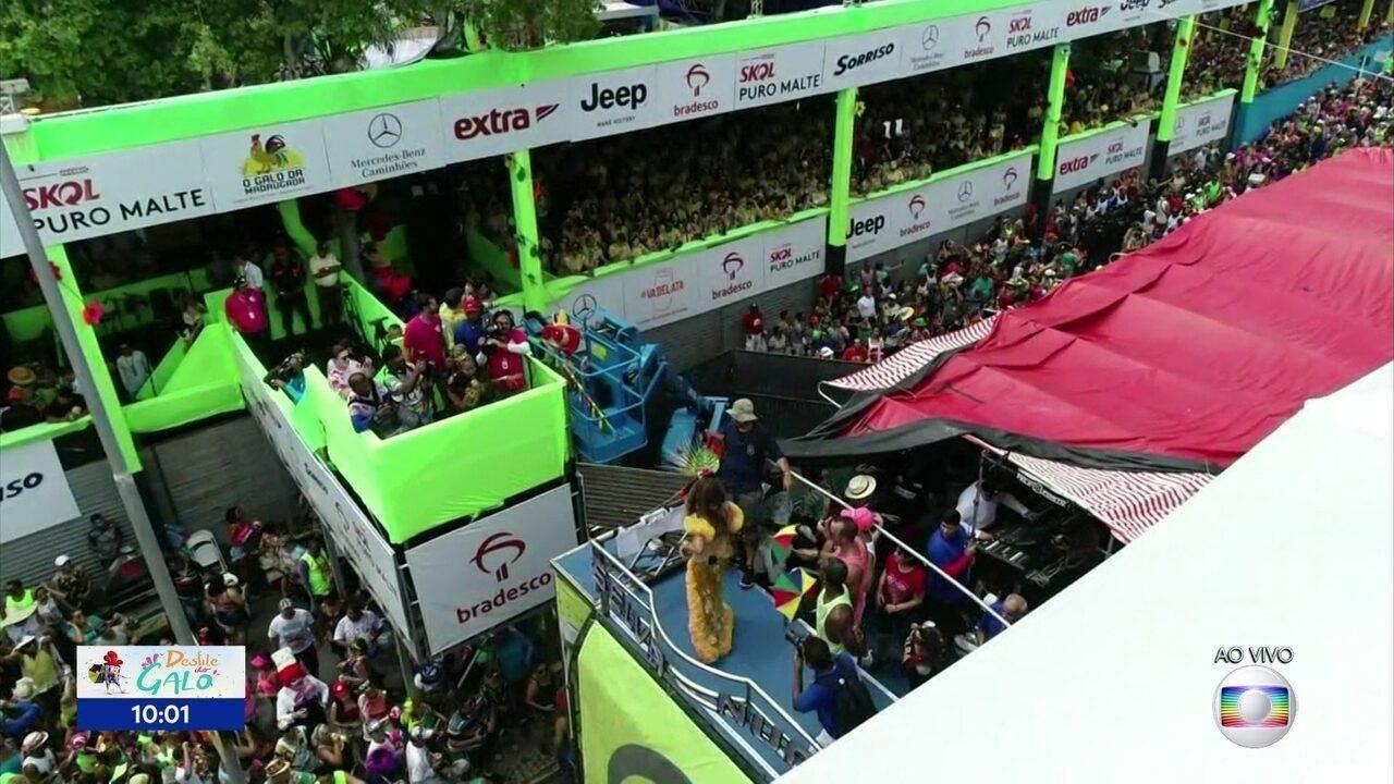 Elba Ramalho e Gaby Amarantos fazem dueto no desfile do Galo da Madrugada