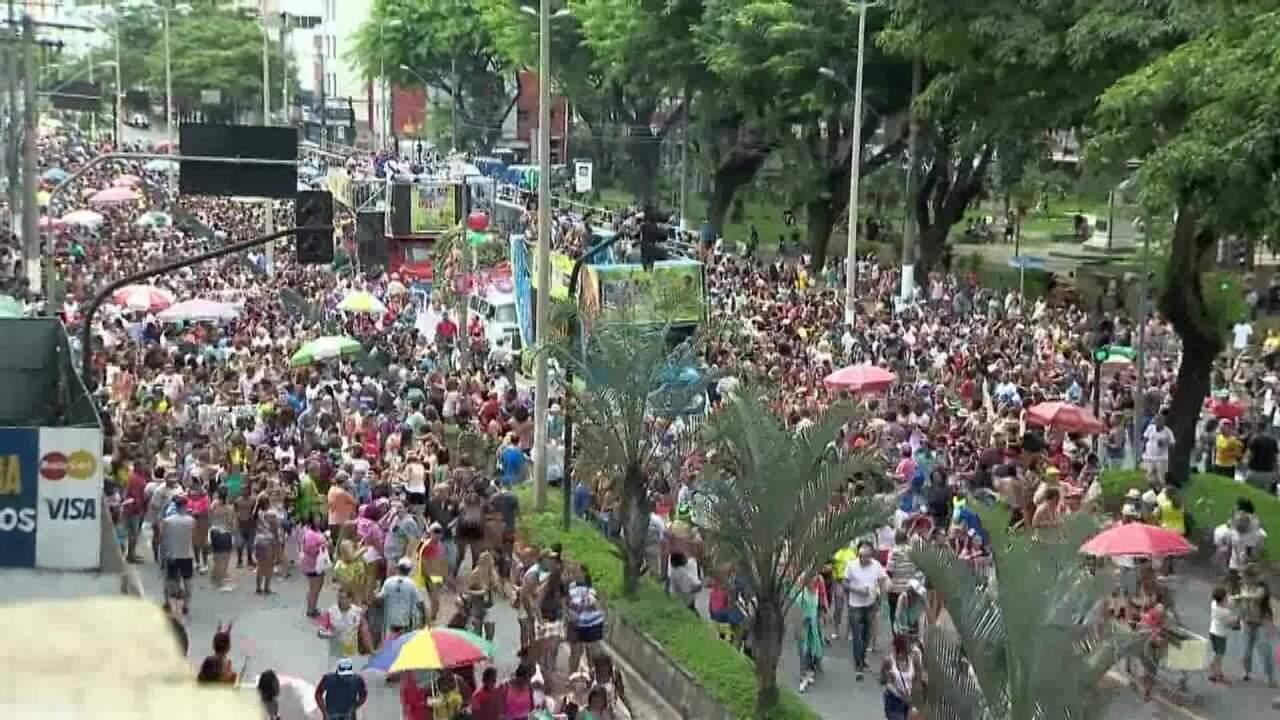 Banda Daki arrasta multidão de foliões pelas ruas de Juiz de Fora
