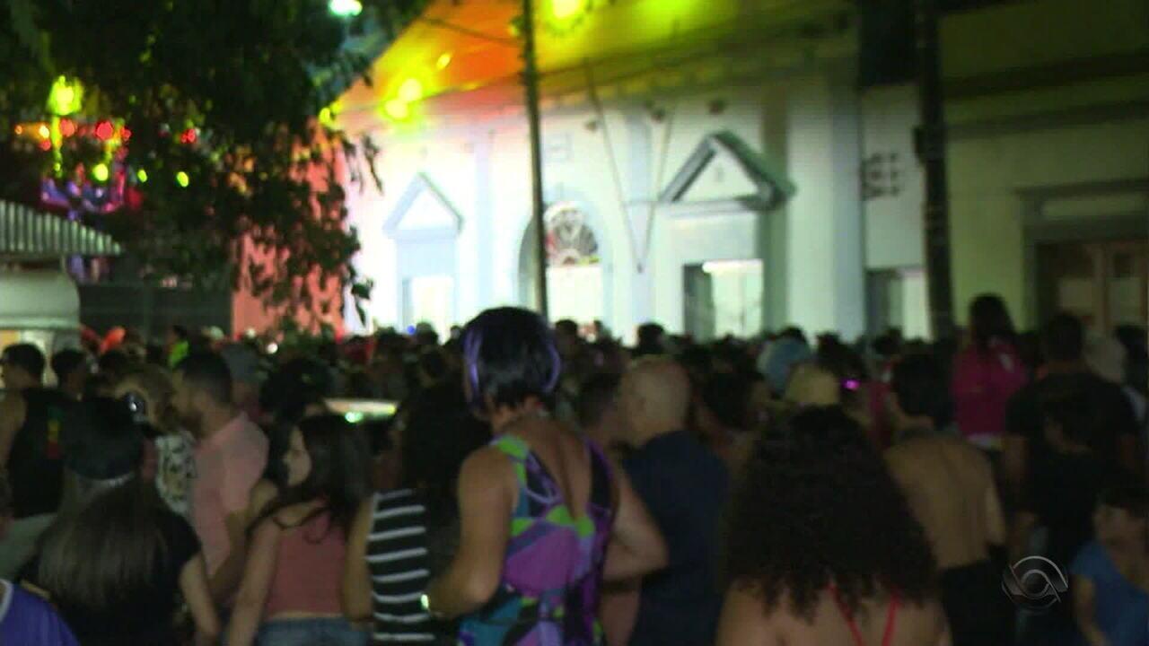 Foliões lotam hotéis e restaurantes, movimentando economia de Jaguarão