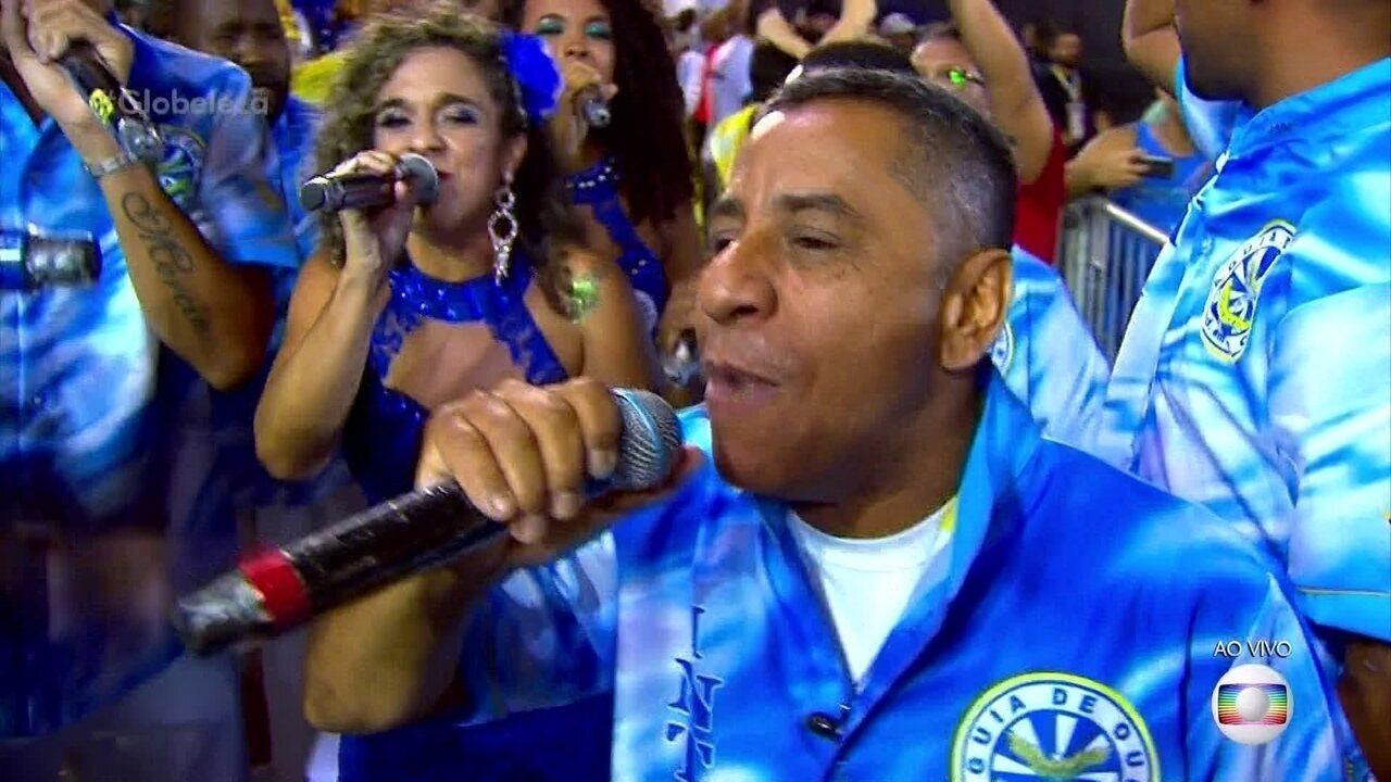 Intérpretes da Águia de Ouro cantam o samba antes de começar a desfilar no Anhembi