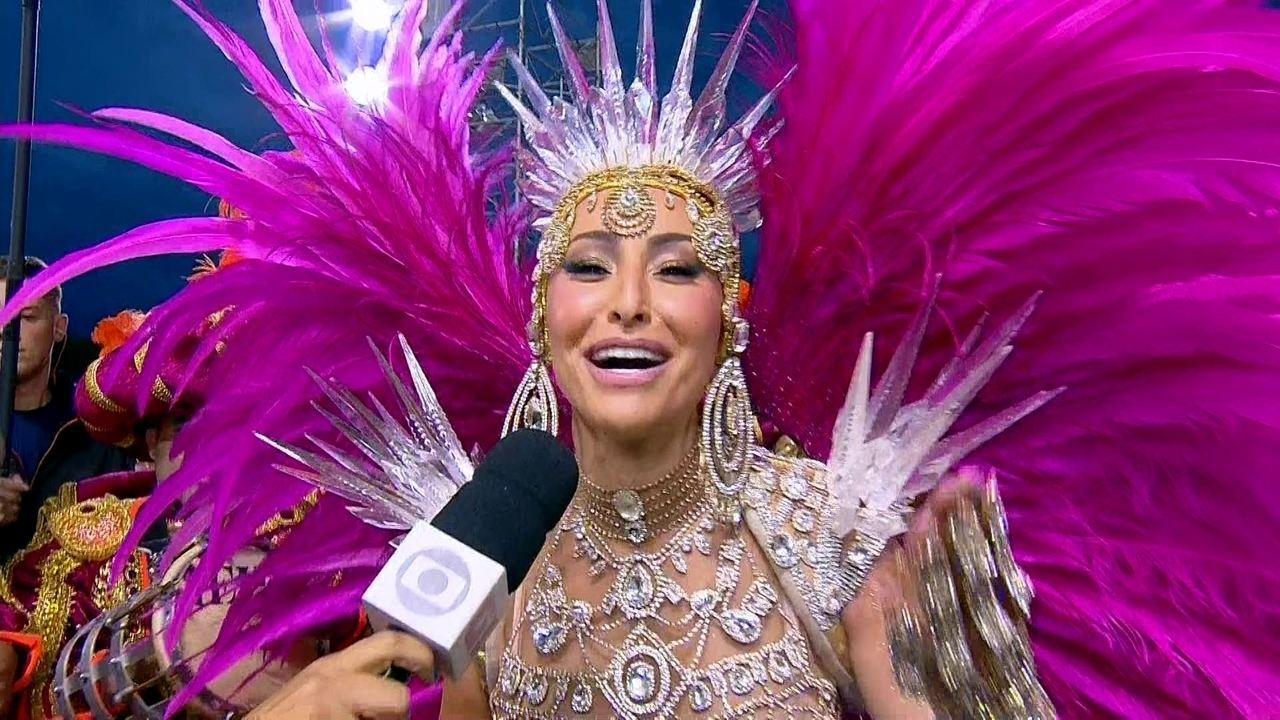 Sabrina Sato faz primeiro desfile como rainha de bateria da Gaviões da Fiel