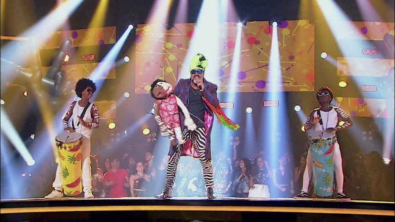 Em ritmo de Carvaval, Carlinhos Brown e Timbalada encerram o The Voice Kids