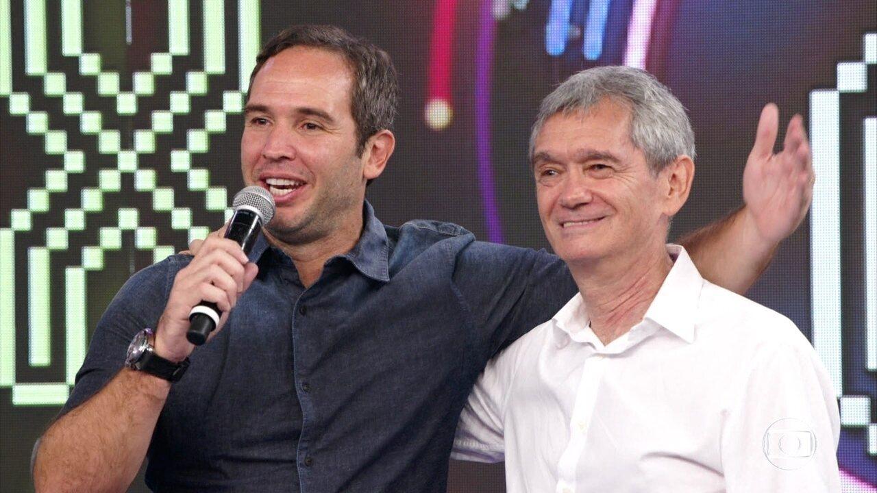 Serginho Groisman e Caio Ribeiro acertam a terceira música seguida no 'Ding Dong'