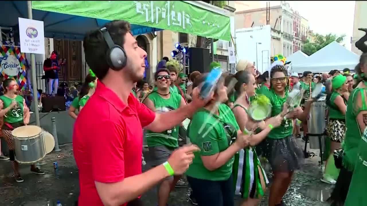 Victor Ferreira toca em bloco de carnaval do Rio