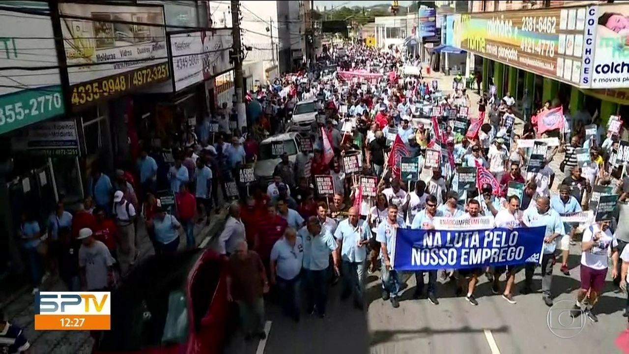 Funcionários da Ford de São Bernardo do Campo fazem protesto