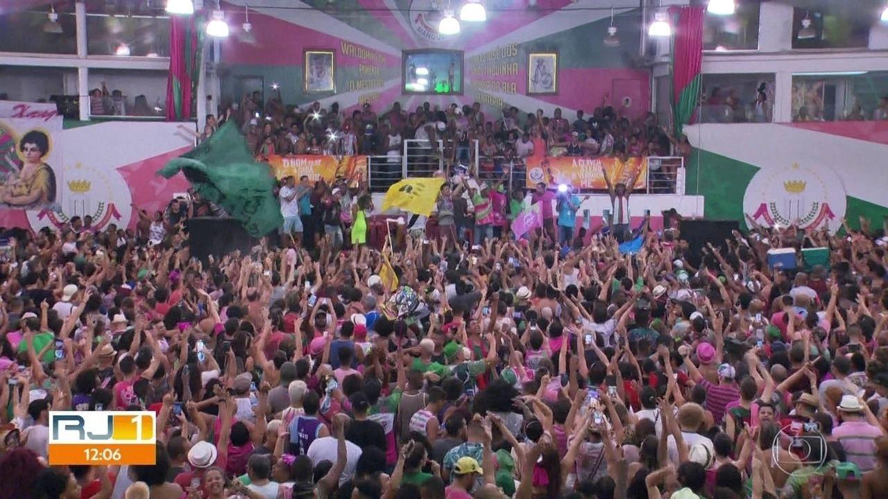 Desfile da campeã Mangueira uniu torcidas no enredo sobre heróis esquecidos