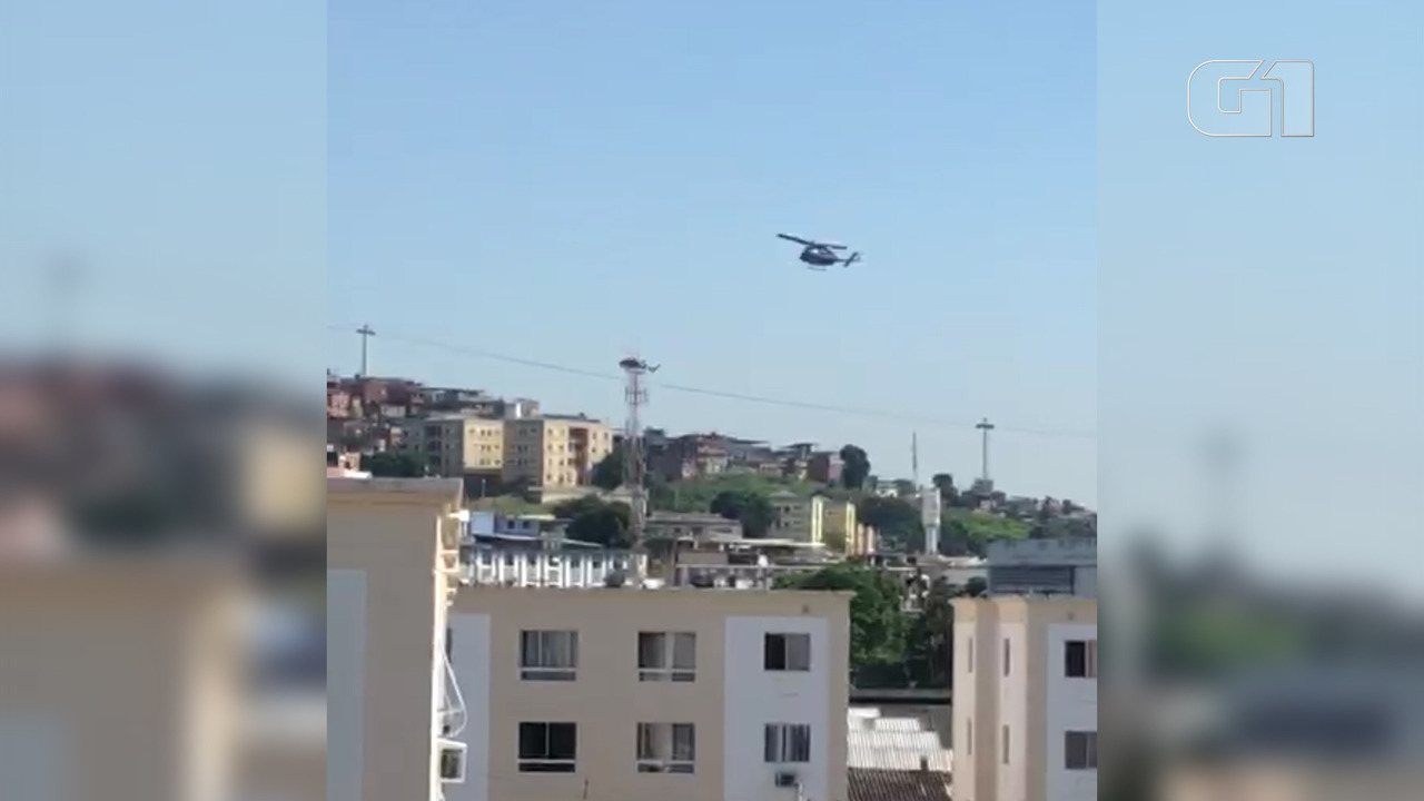Helicópteros fazem operação no Complexo do Alemão