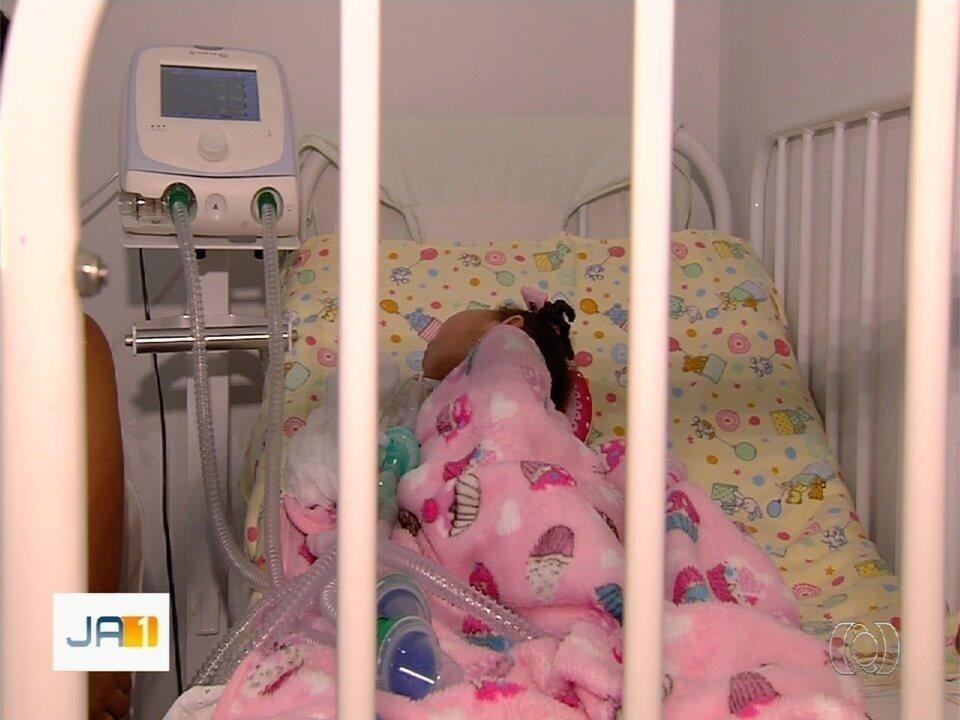 Resultado de imagem para Mãe pede ajuda para melhorar condições da filha de 1 ano que sofre de doença rara