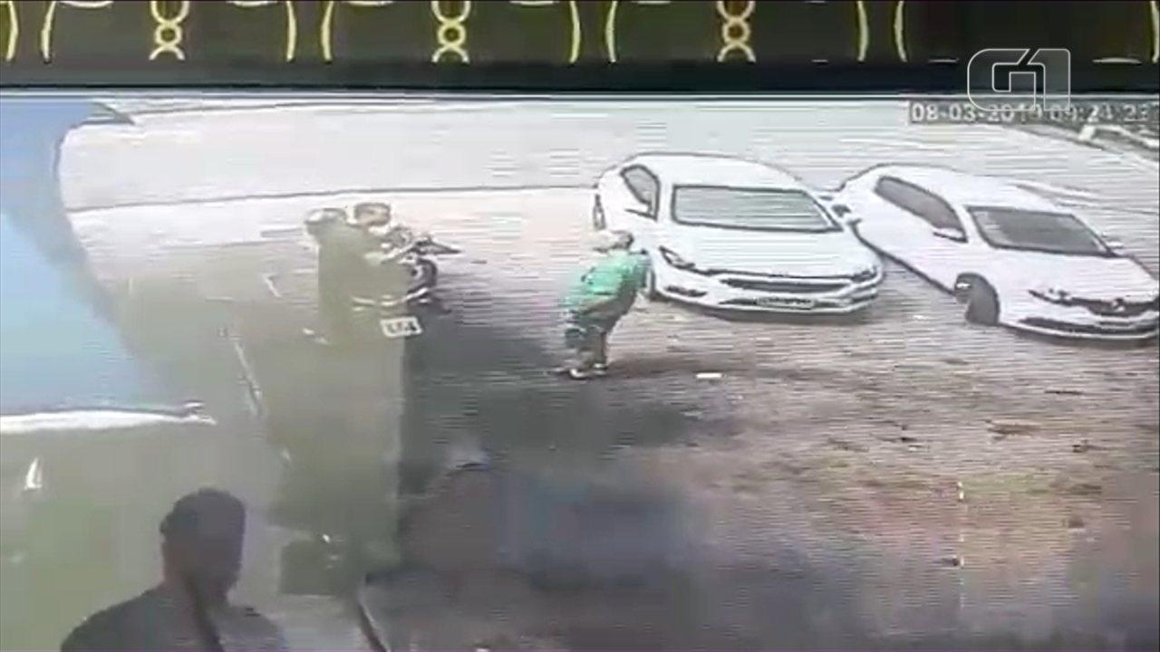Vídeo mostra disparos de médico que atirou contra PM em posto de combustíveis